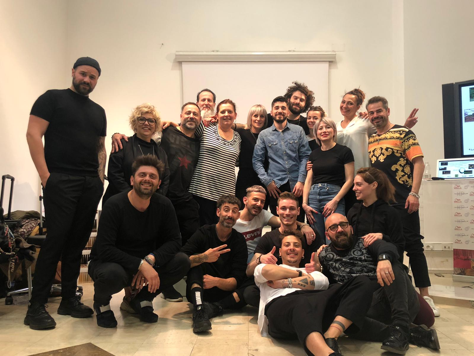 Gruppi stilistici: The Best Club, Art Hair Studios, Mitù, So Glam Coiffeur.